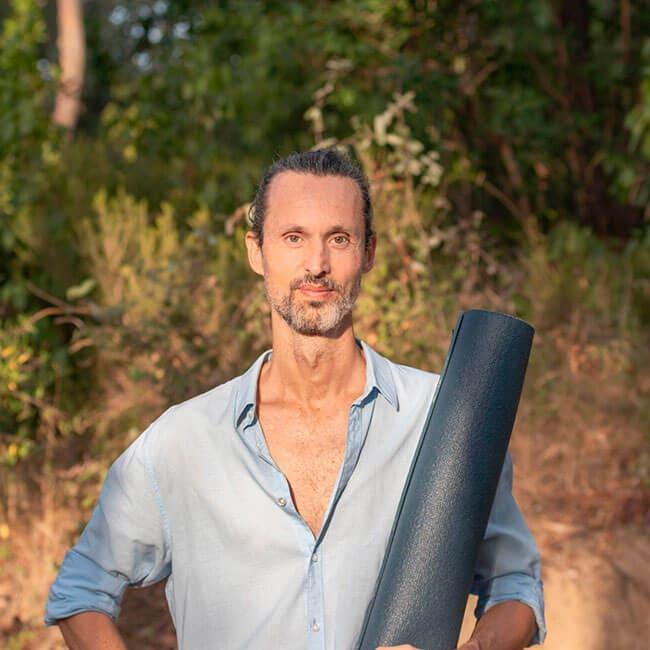 Roger Masdeu, professor de ioga terapèutic
